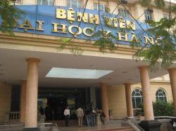 Hàng chục đối tượng cầm hung khí xông vào bệnh viện chém đứt khí quản bệnh nhân