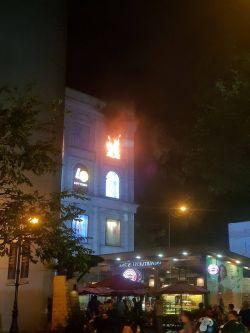 Xem lốc xoáy lửa cao hơn 15m múa lượn giữa đám cháy